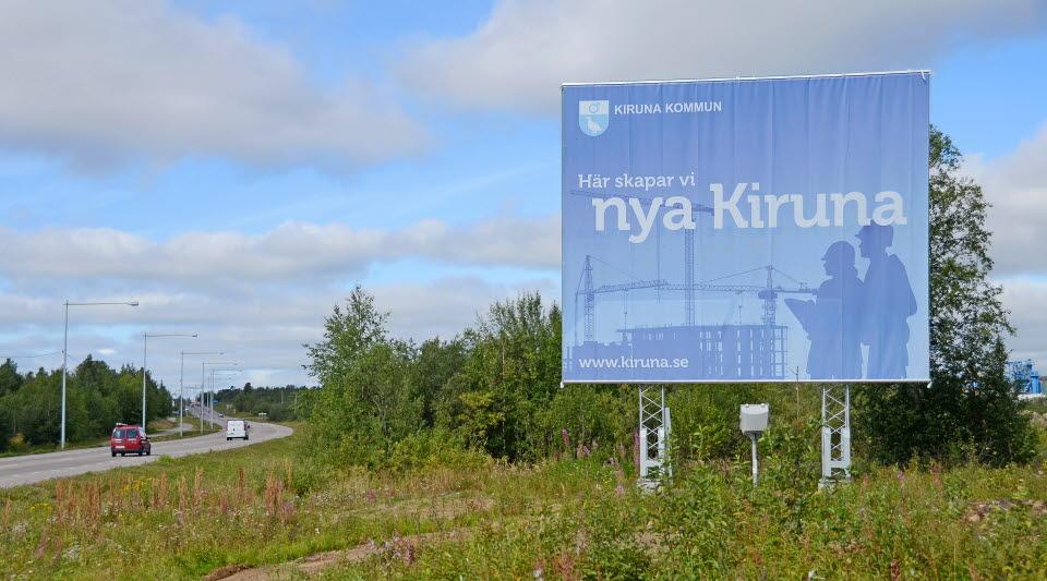 """Skylt med texten """"Här skapar vi nya Kiruna"""""""