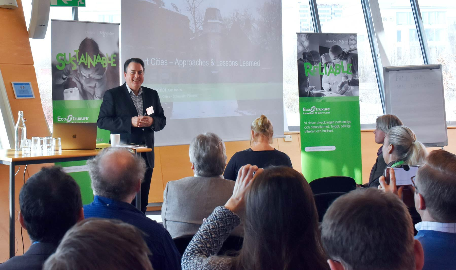 Gordon Falconer från Schneider Electric talar om smarta städer